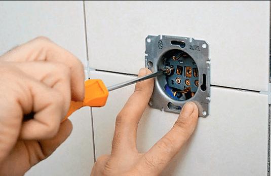 Монтаж и подключение к сети розеток и выключателей